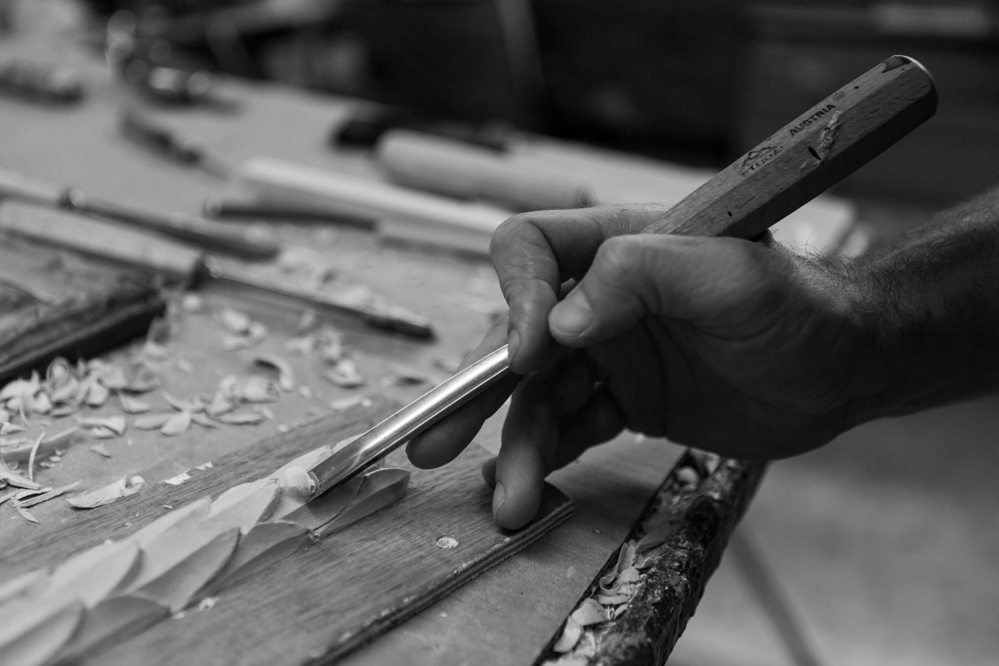 Hand-carving frames at Bourlet